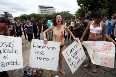 20161022154829-mujeres-guatemaltecas-claman-respeto-feminicidio-3-g.jpg