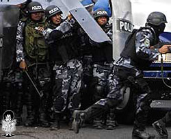 20111105030537-policia-honduras.jpg
