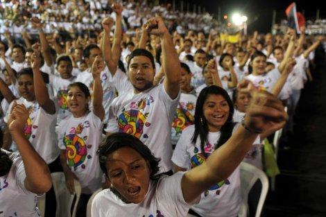 Jóvenes nicaragüenses cantan a la presencia eterna de Hugo Chávez