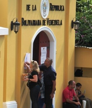 Venezolanos en Nicaragua concurren a ejercer derecho al voto