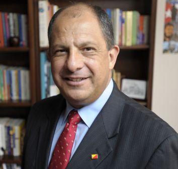 Sigue liderando candidato de centroizquierda en Costa Rica