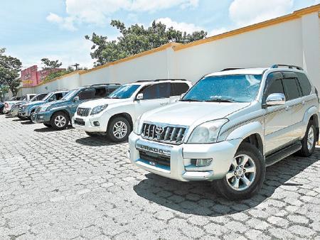 20140309200100-honduras-autos-de-lujo.jpg