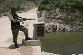 Honduras militariza frontera con Guatemala para frenar la migración