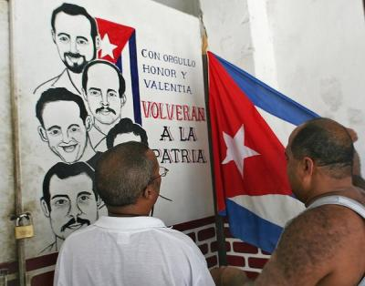 20141119183436-cuba-timeline-cuban-five-billboard-articlelarge.jpg