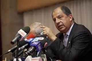Solís exige renuncia de ministro de la Presidencia de Costa Rica