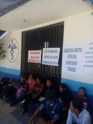 Trabajadores de la salud reciben con paro a presidente de Guatemala