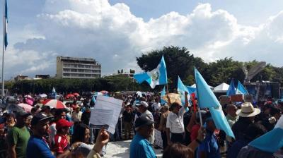 Miles vuelven a las plazas contra la corrupción en Guatemala